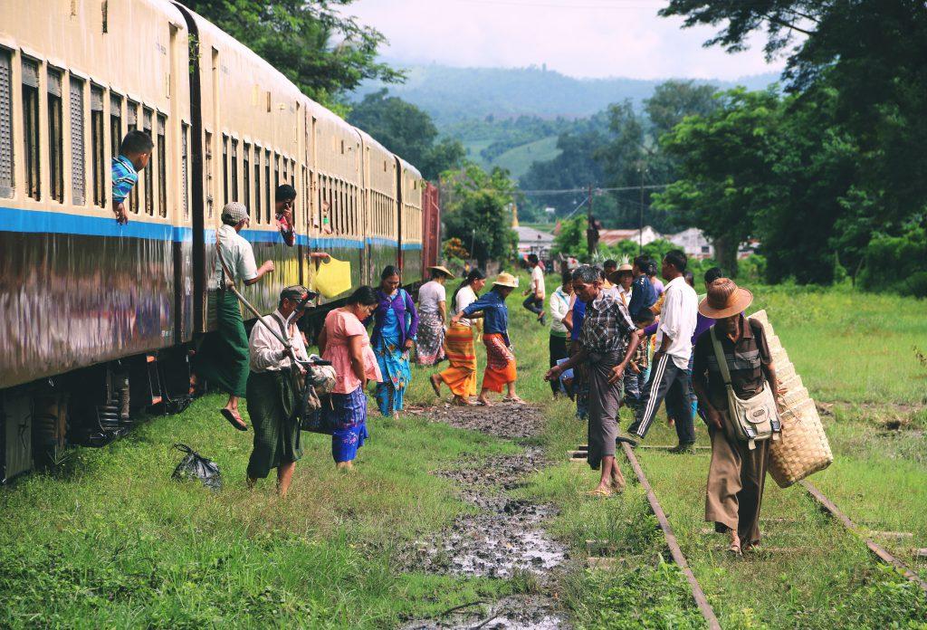 Typische trein in Myanmar